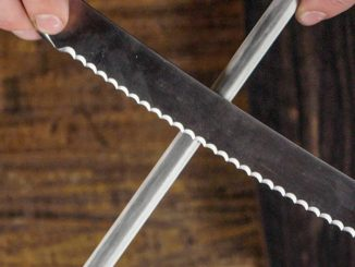 sharpening serrated knife with rod