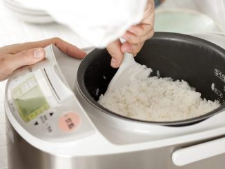 cooking rice in rice cooker