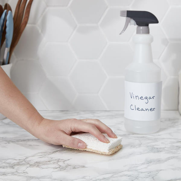 cleaning kitchen countertop with vinegar
