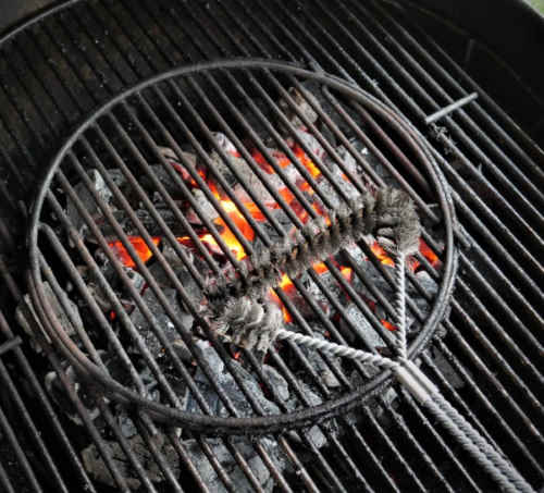 cleaning charcoal grill grate